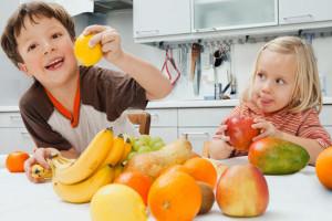 Frutta fresca e no alle caramelle alla frutta